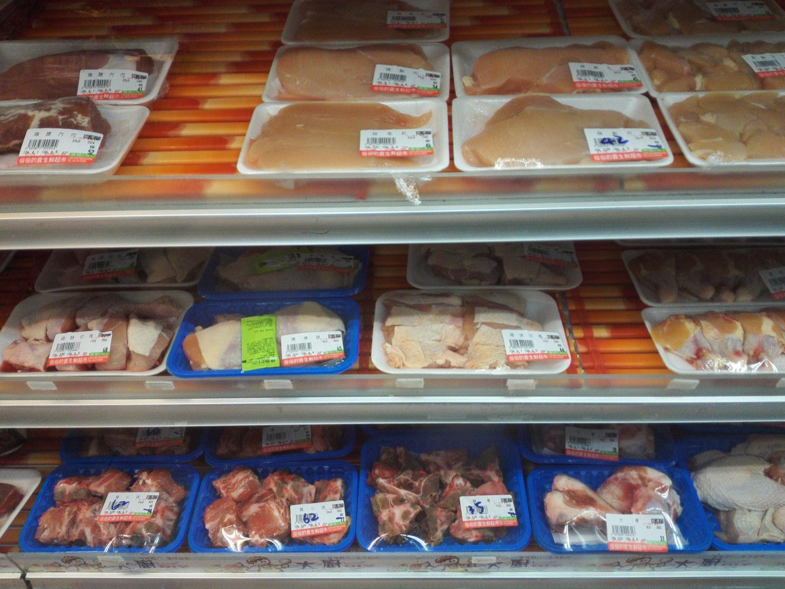 台湾のスーパーの肉
