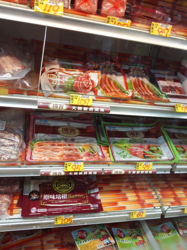 台南のスーパーのソーセージ