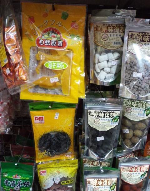 台南のスーパーのドライマンゴー