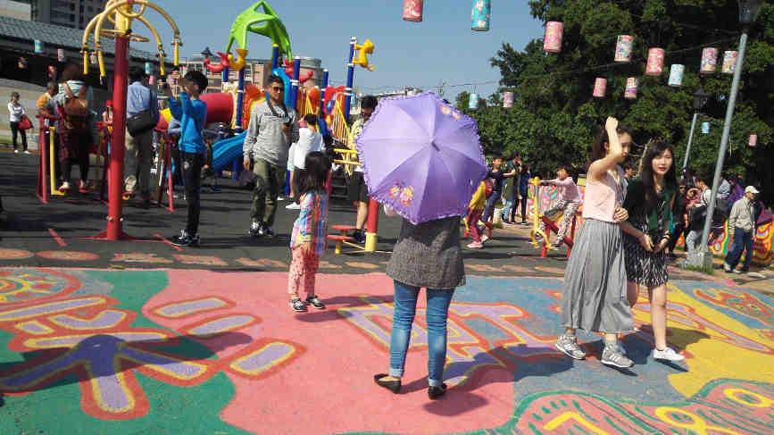 彩虹眷村の遊具