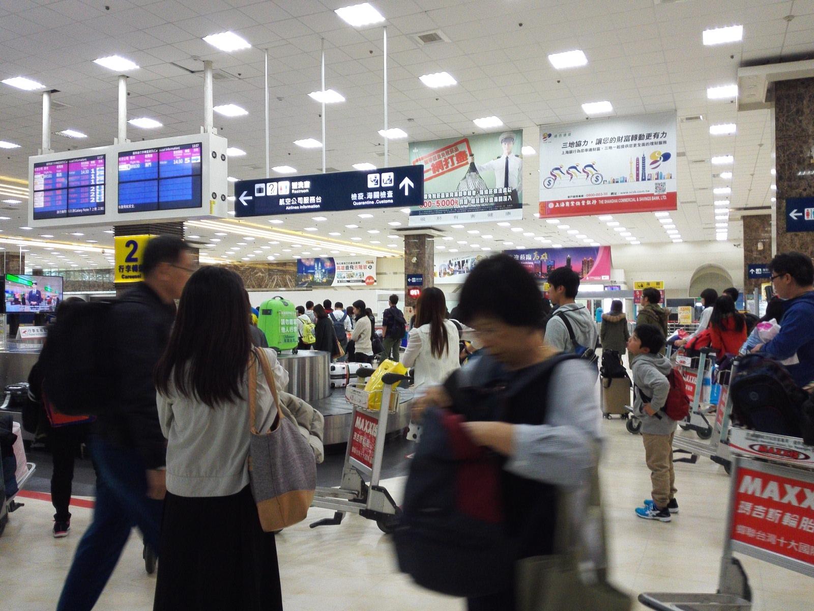 高雄空港の受託手荷物受取の混雑