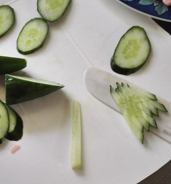 冷麺のための胡瓜の切り方