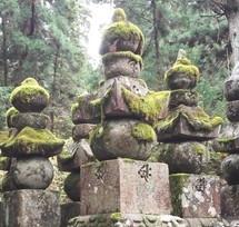 高野山奥の院 情緒ある苔むした墓石
